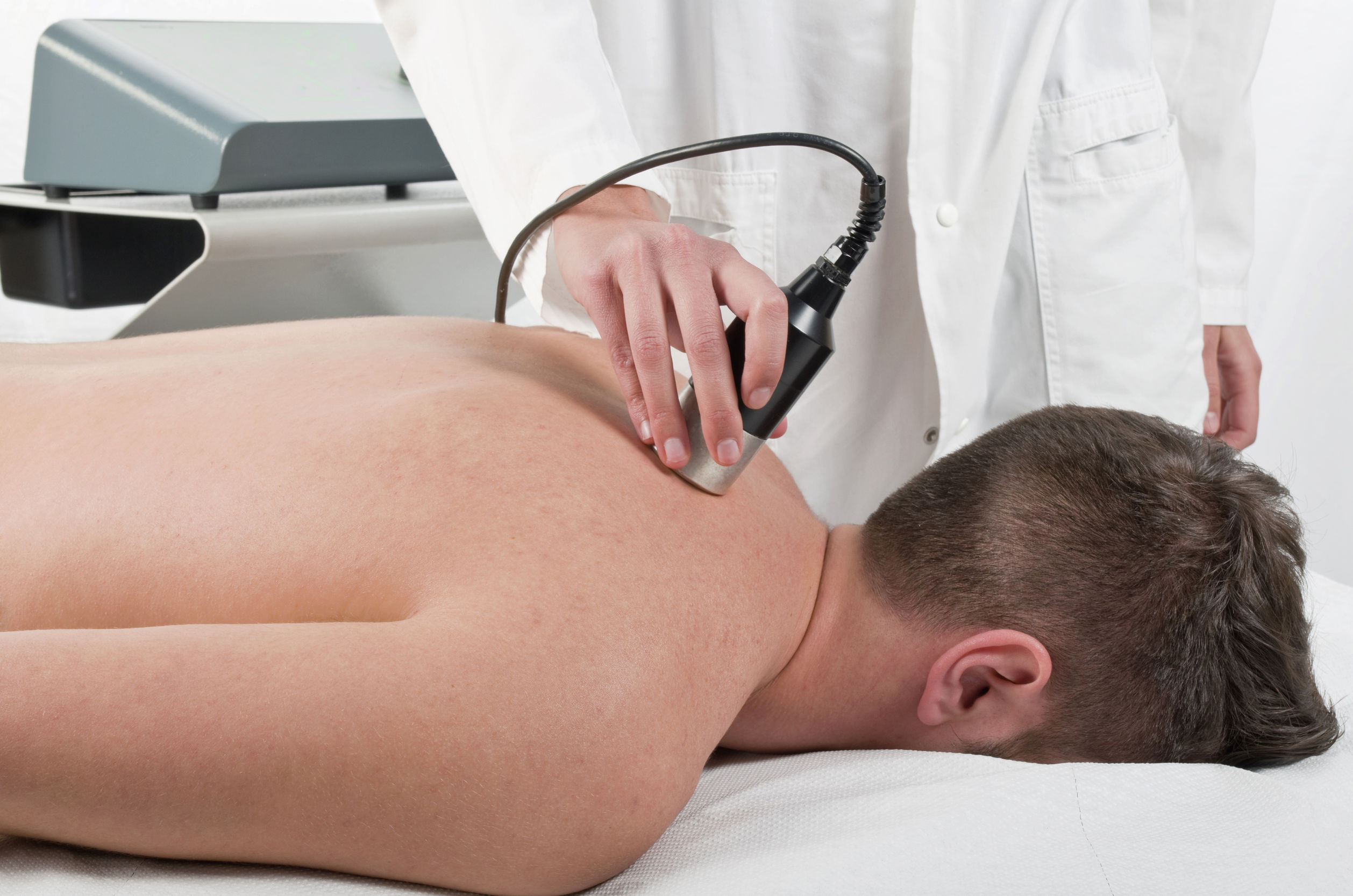 31833134 – close-up of laser treatment at physiotherapy